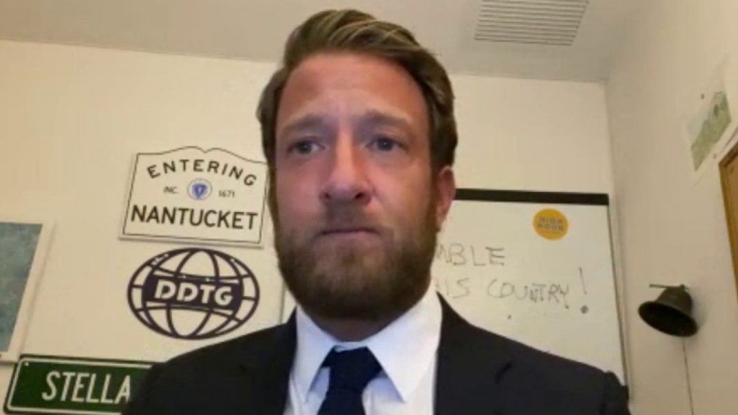 NYC small business owner thanks Barstool's Portnoy in person for helping him survive pandemic